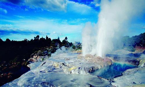 新西兰罗托鲁瓦火山温泉