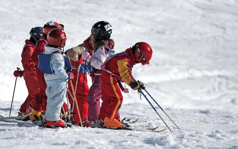 2018年十款500-1000元舒适耐用的儿童滑雪头盔排行