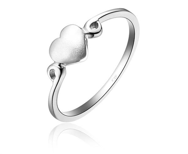 周大福 优雅纯洁爱心925银戒指