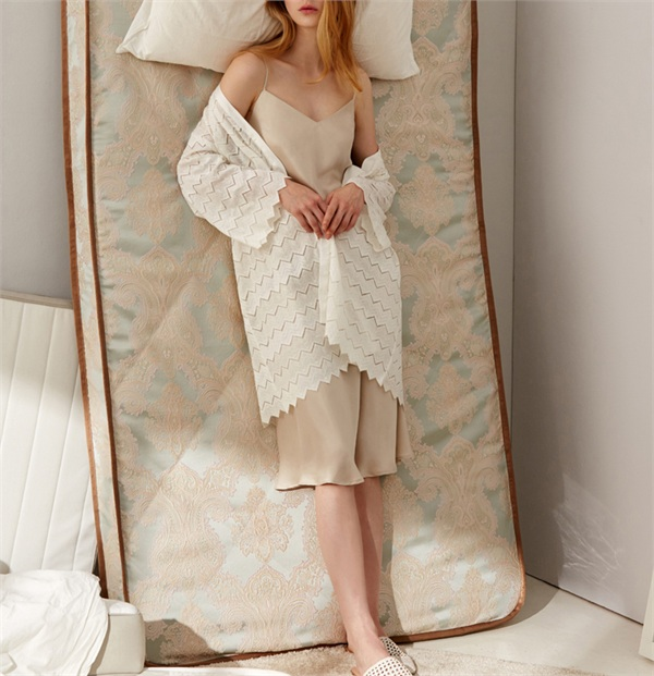 Forbedfellow时尚家居服品牌 砂洗素缎法式睡衣吊带裙