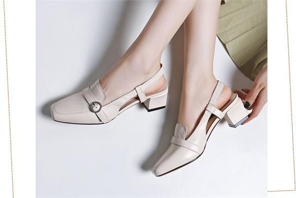 娇薇朵 皮带扣包头凉鞋