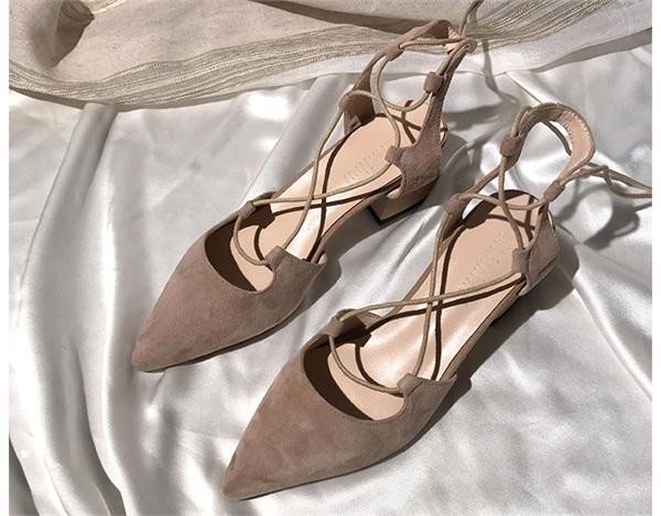 一力米灰定制女鞋 浅口尖头交叉系带中跟真皮凉鞋
