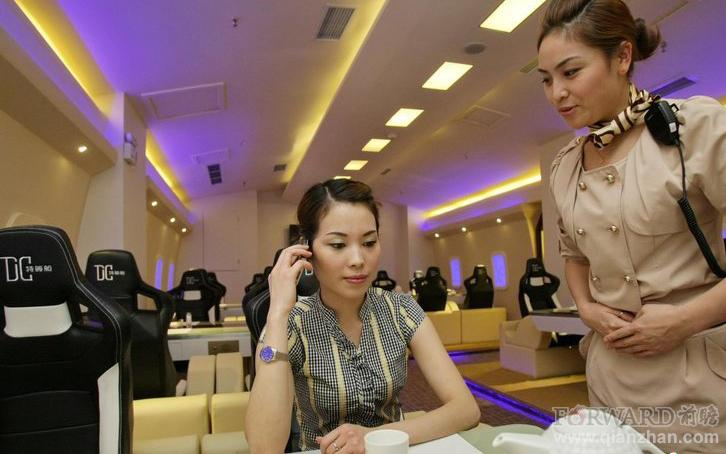 探访重庆飞机舱主题餐厅