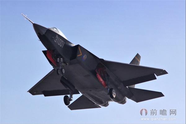 歼31最新试飞惊艳世界 若上航母令中国海军称
