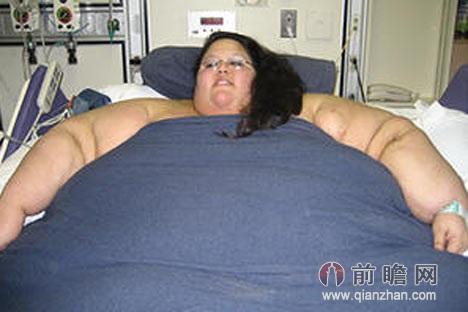 254公斤妇女过世用吊机搬遗体 英国最胖妇女四年难挪步