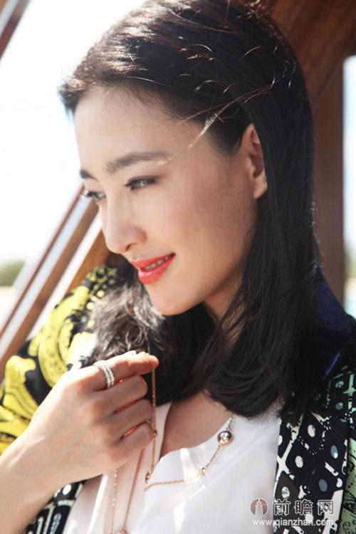 素颜女神王丽坤 海洋日光时尚写真曝光