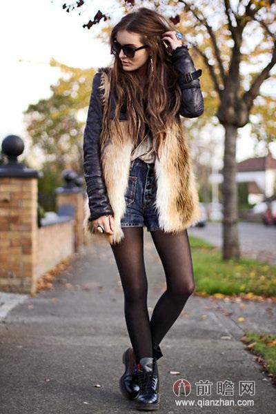 示范搭配:牛仔短裤+黑色机车夹克+棕色皮草背心