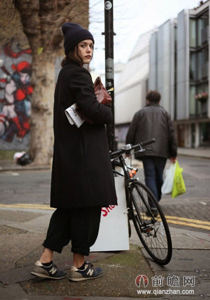 大衣运动鞋欧美时尚街拍