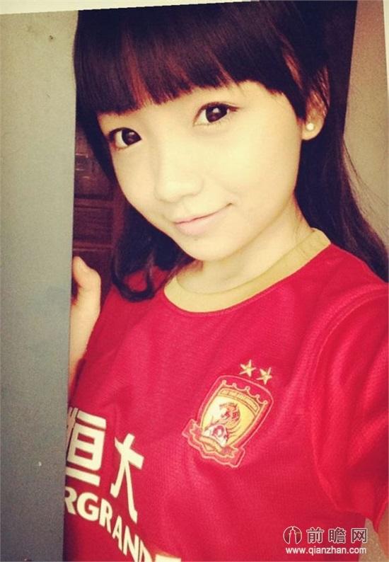 中国好学姐周玥清纯装扮化身疗伤女神 素颜照甜美可爱