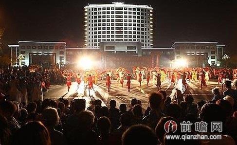 广场舞影响社会稳定?中国大妈多次遭泼粪藏獒鸣枪恐吓