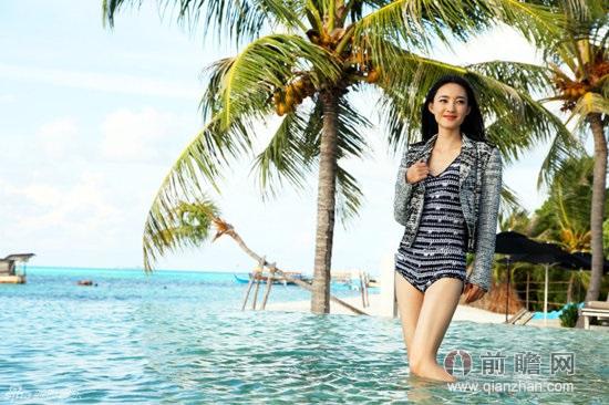 素颜女神王丽坤 马尔代夫泳装写真笑容迷人