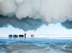 洪岛 西伯利亚/西伯利亚奥尔洪岛,贝加尔湖美丽的冰洞。俄罗斯摄影师Andrey...