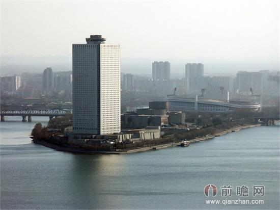 图中最高楼即为羊角岛国际酒店,因所在小岛酷似羊角而得名.