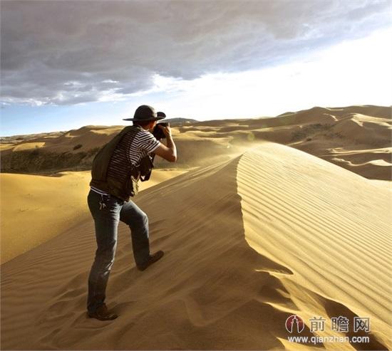 摩托车骑行爱好者在新疆库木塔格沙漠发现一具女尸