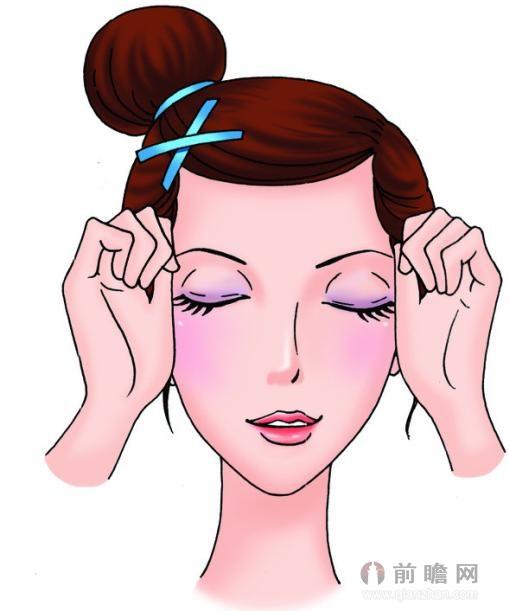 无论是生活、工作还是雾霾等糟糕天气,都让我们的肌肤变得脆弱不堪,脸部毒素也难以顺畅排出,久而久之就会产生一系列的皮肤问题,如暗沉、黑头、粗糙等,会让你看起来显老不少。 因此顺利帮助脸部排毒是一件刻不容缓的事,护肤品可以起到作用,另外按摩操也能起到辅助舒缓的效果,两者配合起来会加快肌肤的恢复速度。这套脸部排毒操主要沿着脸部的淋巴分布流向,通过对淋巴与肌肉的按摩,加速新陈代谢,帮助肌肤早日打开出口。你只需要每天做一次,一次两分钟左右就OK了,非常简单易学。