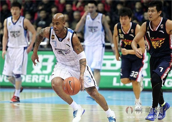 cba半决赛前瞻:北京vs广东马布里剑指总决赛尤纳斯疑