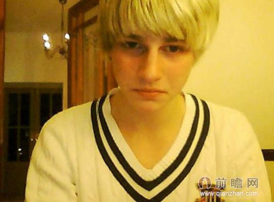 英国19岁男孩沉迷自拍 因照片不完美欲自杀