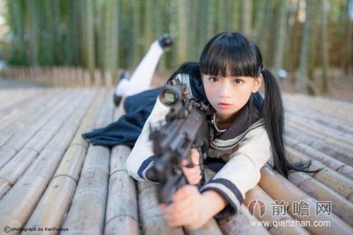 日本小伙化妆成女中学生视频