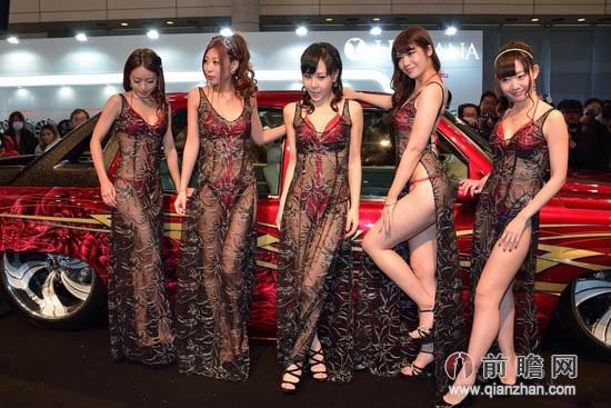岛国改装车展现大尺度:车模薄纱透视装出位走秀春光