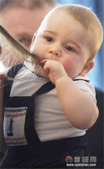 萌宝乔治小王子像粉红的小桃子般可爱