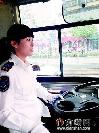 济南最美女公交司机微博走红