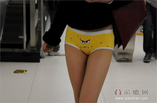 美女只穿内裤秀美腿