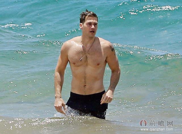 破产姐妹max发福与帅男友夏威夷海滩戏水