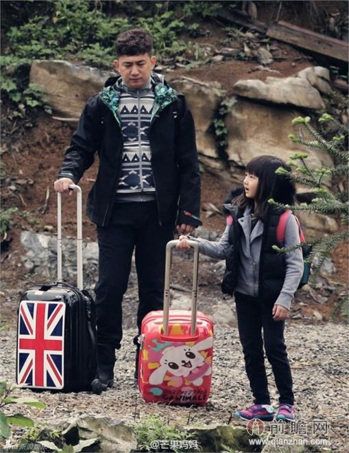 《爸爸去哪儿2》重庆开拍 黄磊陆毅父女亲子装有爱抢镜