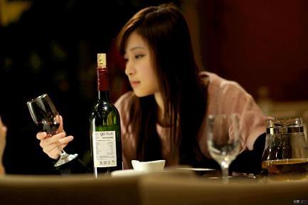 女性养生:睡前喝红酒容易引发脂肪肝
