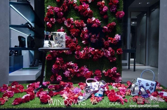 少不了以大自然为主题的橱窗设计,不少品牌橱窗以鲜花及绿叶作为素材