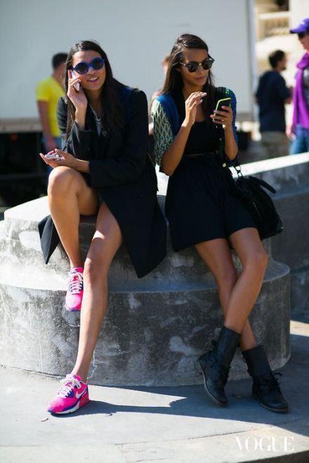 欧美街拍运动鞋混搭 舒适休闲女球迷必备图片