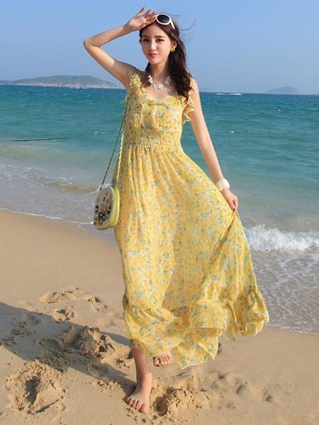 雪纺长裙飘逸搭配 周末度假出游更甜美