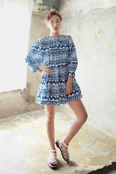 韩国首尔时尚街拍 高腰连衣裙显瘦大热