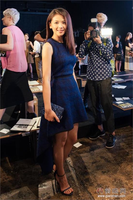 刘涛蓝色短裙撞衫高圆圆 佟丽娅蕾丝面罩用力过猛