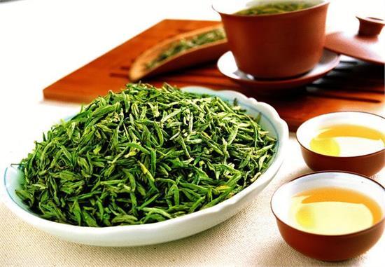 产量稀少,视为稀世之珍) 2,西湖龙井 (产于杭州,茶叶为扁形,苗锋尖削