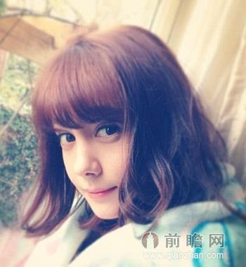 秋季女生短发发型 时尚俏皮变小v脸