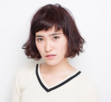 女生中短发烫发发型 清新俏皮有气质