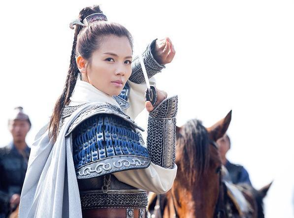 主角由胡歌饰演的梅长苏虽然身体病弱,但气度不凡,有麒麟之才,为