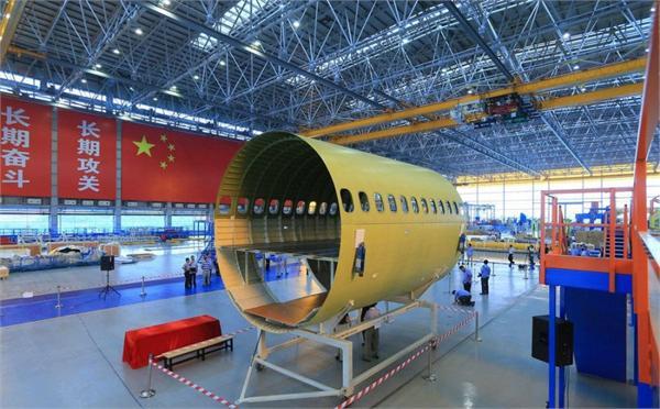 国产大飞机c919今日下线 订单超500架