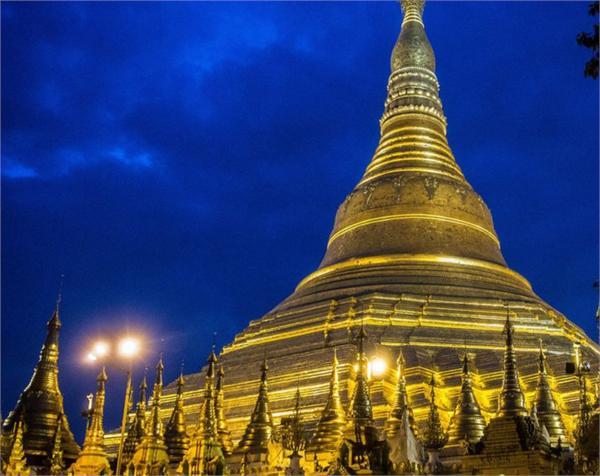 埃斯佩拉多湖景酒店靠近仰光大湖,顶楼餐厅可远观缅甸著名景点瑞光大