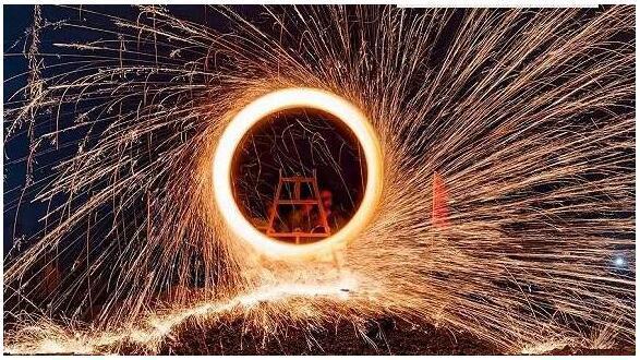 钢铁手工制作车子