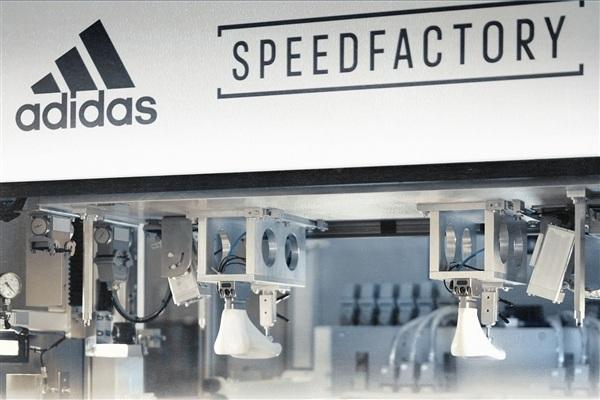 阿迪达斯机器人工厂生产的鞋子 将在限定区域陆续发货