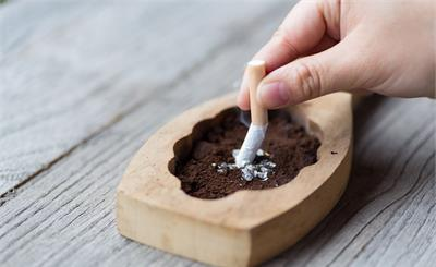 李兰娟表示吸烟者感染后变重症风险更大