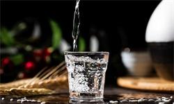干货!2021年中国白酒行业龙头企业市场竞争格局分析 贵州茅台龙头地位稳固