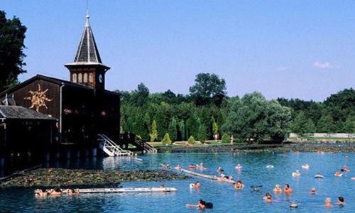 匈牙利黑维斯温泉