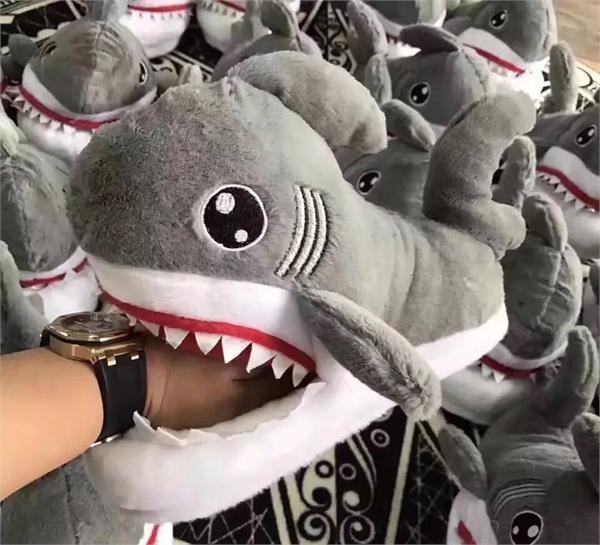 喵的潮流 卡通情侣鲨鱼棉拖鞋
