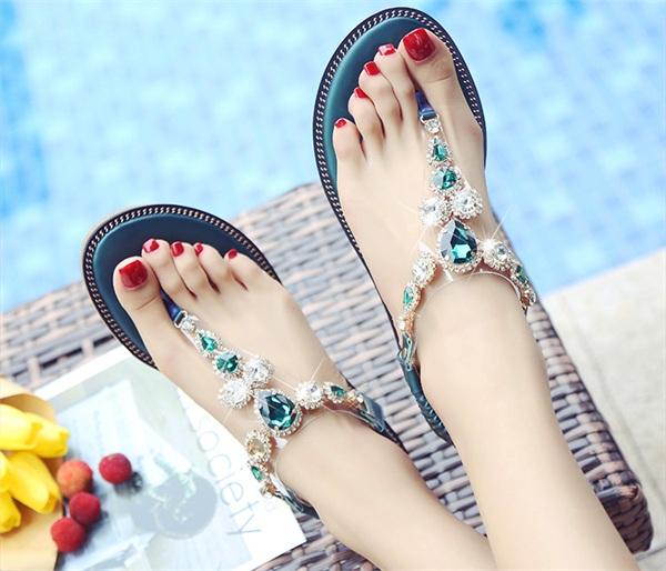 千丽姬 罗马简约沙滩水钻夹脚凉鞋