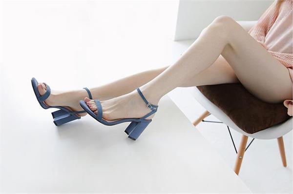 晨萱定制女鞋 一字扣带简约高跟凉鞋