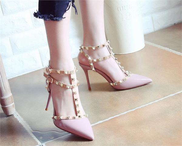 1819美鞋美铺 浅口时尚铆钉尖头鞋