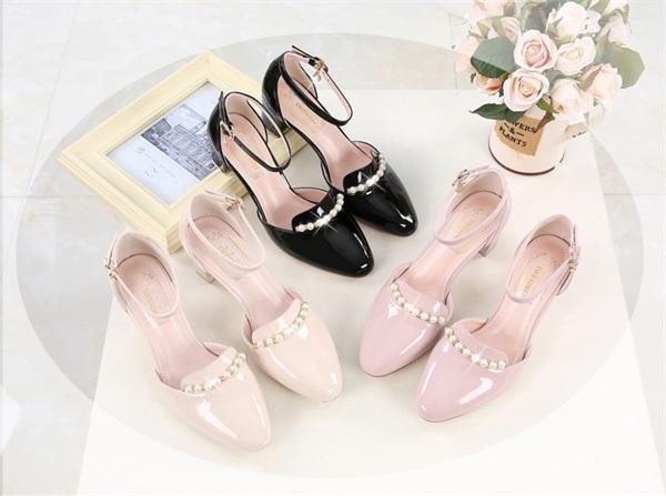 时尚女鞋连锁分店 粗跟一字扣小清新包头凉鞋